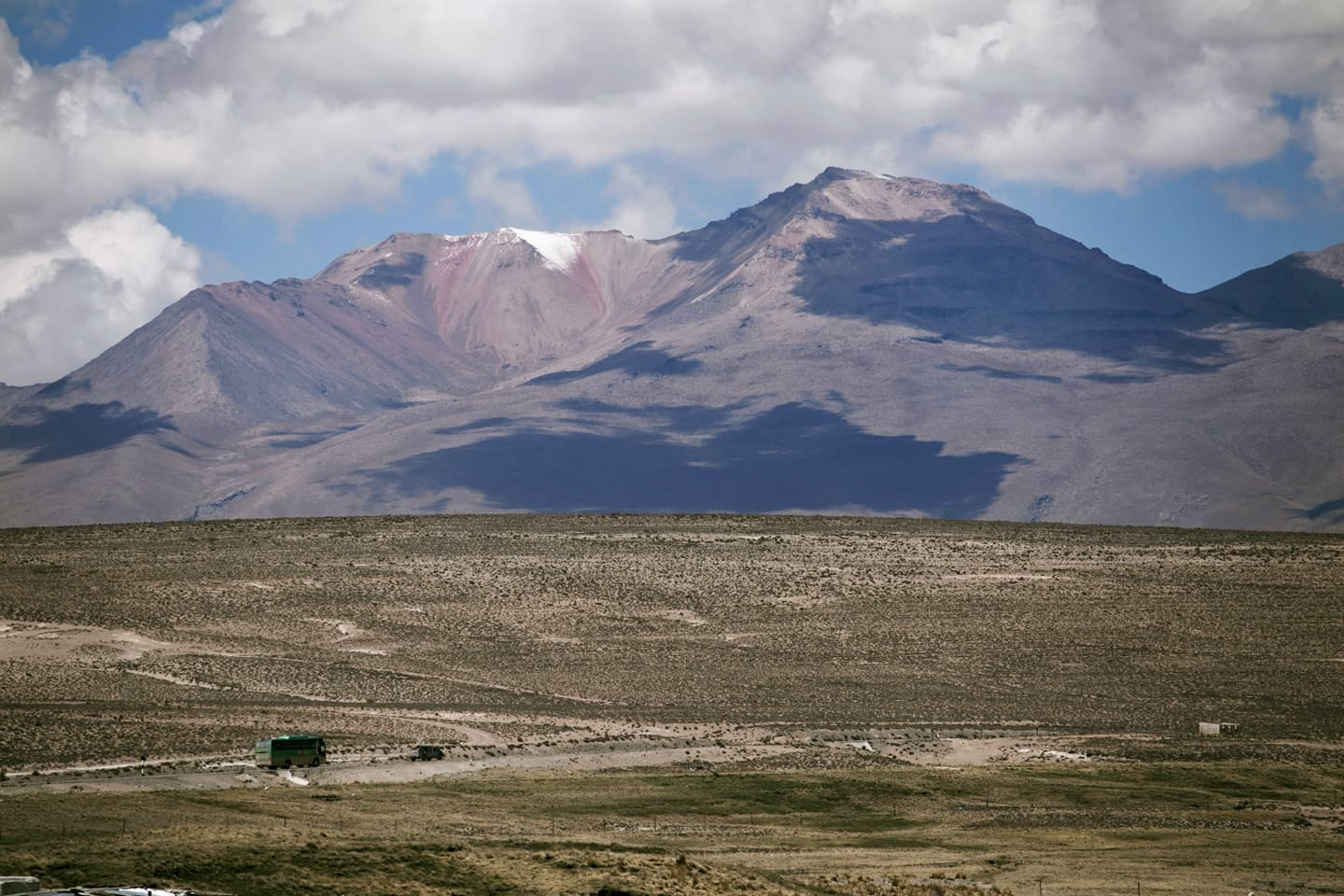Chachani Snowy seen from Pampa Cañahuas - Peru with Bus 4M Express