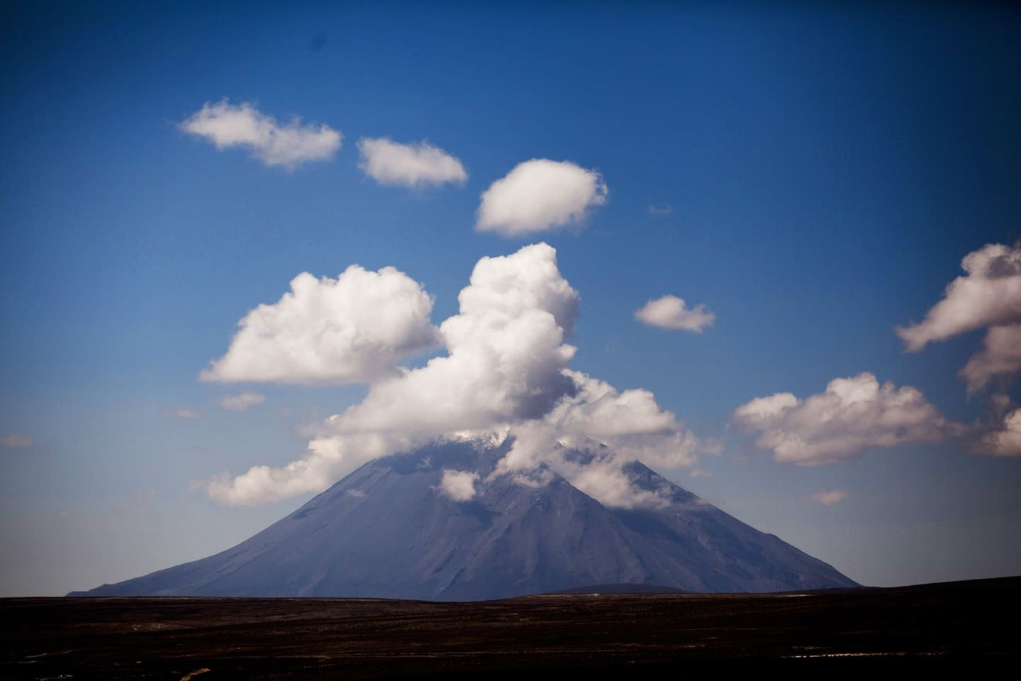 Misti is a stratovolcano. Its last eruption was in 1985, 198 years after its previous documented eruption - Peru with Bus 4M Express